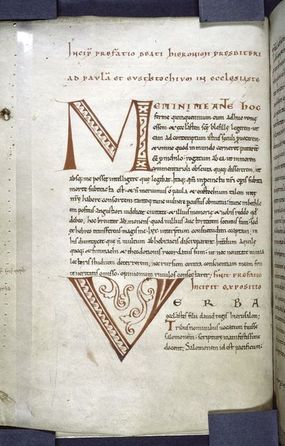 Opening of text with large initials and hierarchy of script.  Rubrics.