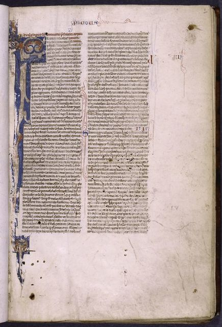 Opening of text with large painted initial including stylized animal figures.  Blue initial with red penwork.  Rubric; book name and chapter number in red and blue.