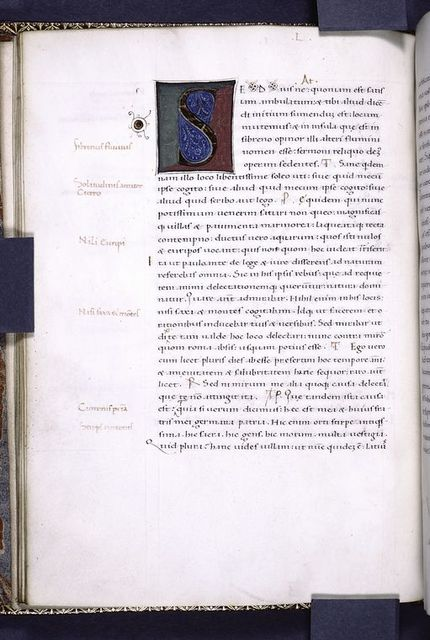 Second large initial, one-line red initials, notes in margin.
