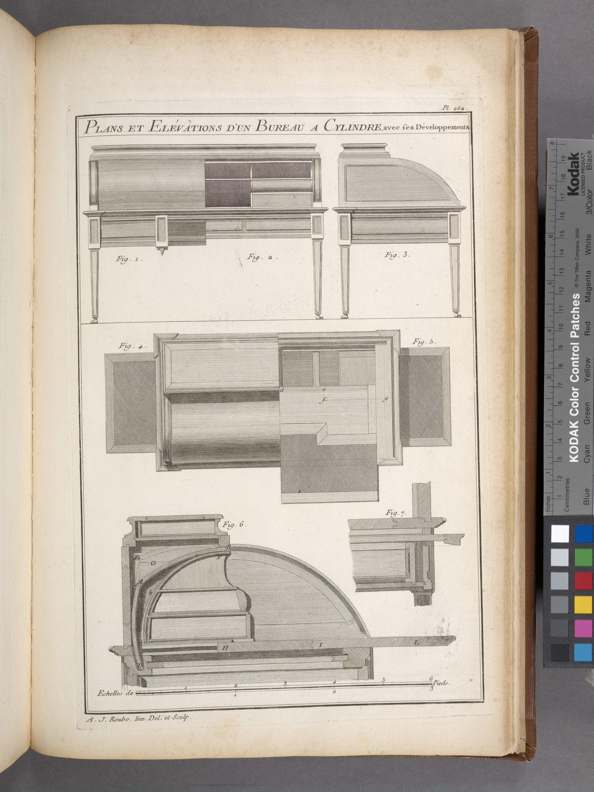 Plans et elévations d'un bureau a cylindre avec ses développements.