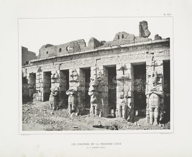 Les colosses de la première cour  (G[rand] T[emple].  Médinet-Abou).
