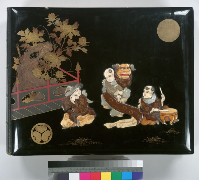 Inlay and lacquer-work front cover depicting two musicians and a dragon mask entertainer.