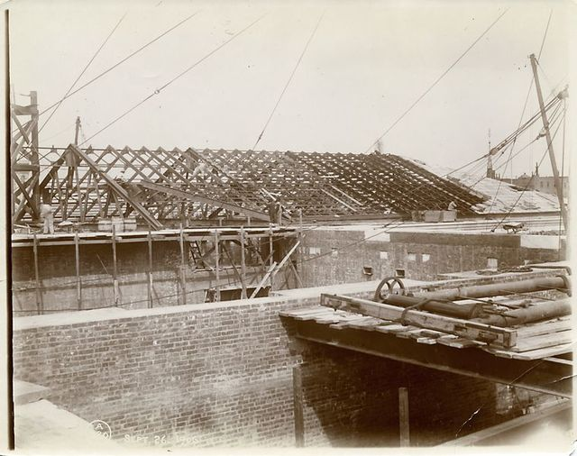 Interior work : construction of a roof.