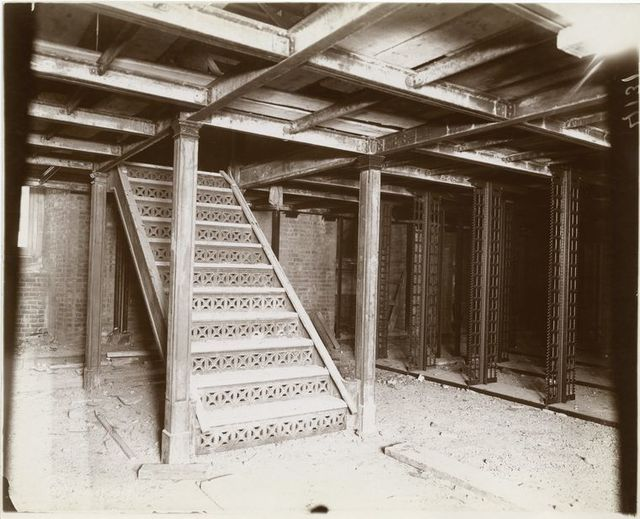 Interior work : construction of the stacks.