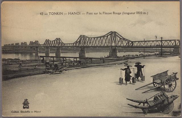 Tonkin --  Hanoi -- Pont sur le Fleuve Rouge (longueur 1800 m.)