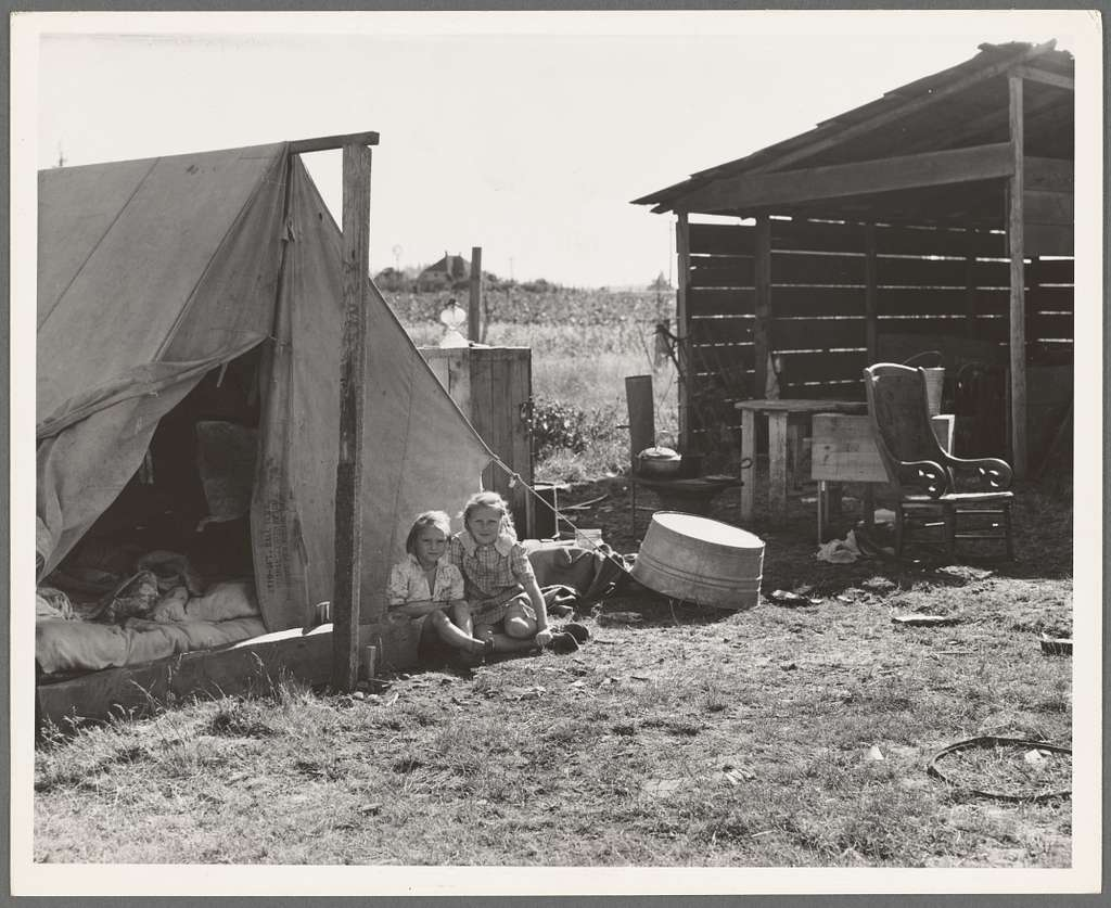Bean pickers' camp in grower's yard. No running water. Marion County, near West Stayton, Oregon. See general caption number 46