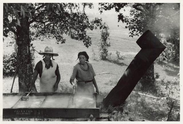 Skimming the boiling cane juice to make sorghum syrup at cane mill near Carr, Orange County, North Carolina, September 1939.