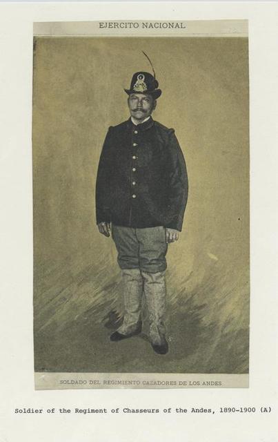 Ejercito nacional: Soldado del regimiento cazadores de los Andes.
