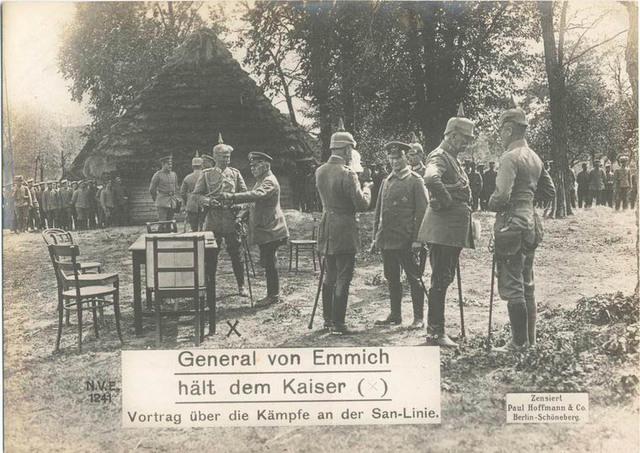 General von Emmich hält dem Kaiser : Vortrag über die Kämpfe an der San-Linie.