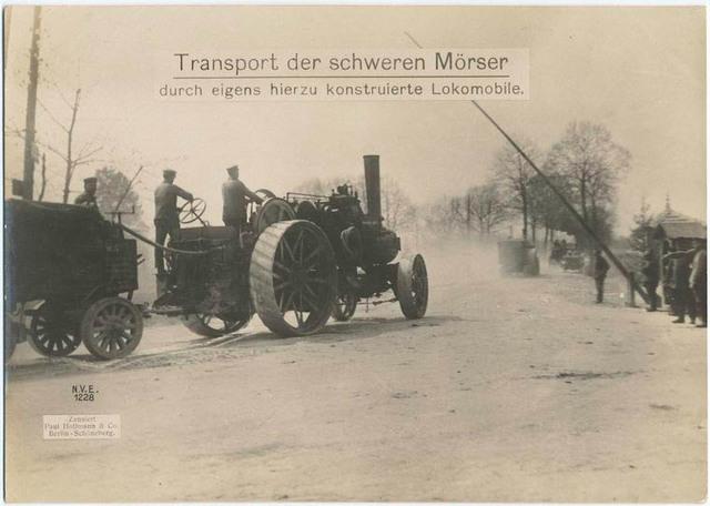 Transport der schweren Mörser durch eigens hierzu konstruierte Lokomobile.