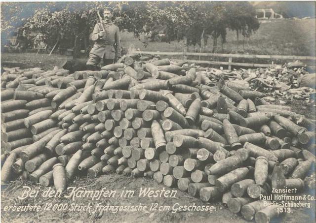 Bei den Kämpfen im Westen erbeutete 12000 Stück französische 12 cm Geschosse.