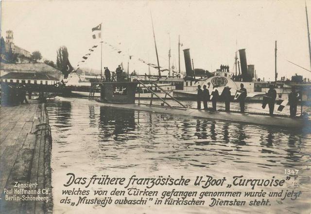 Das frühere französische U-Boot Turquoise welches von den Türken gefangen genommen wurde und jetzt als Mustedjb oubaschi in türkischen Diensten steht.