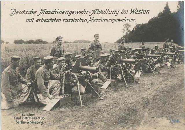 Deutsche Maschinengewehr-Abteilung im Westen mit erbeuteten russischen Maschinengewehren.