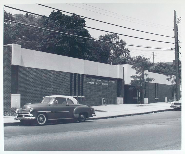 Exterior of the Dongan Hills Library