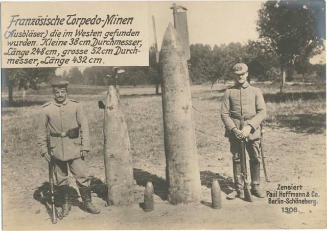 Französische Torpedo-Minen (Ausbläser) die im Westen gefunden wurden. Kleine 38 cm Durchmesser, Länge 248 cm, grosse 52 cm Durchmesser, Länge 432 cm.