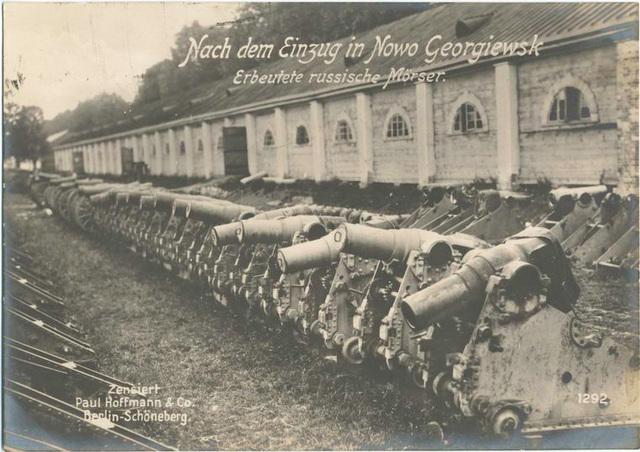 Nach dem Einzug in Nowo Georgiewsk Erbeutete russische Mörser.