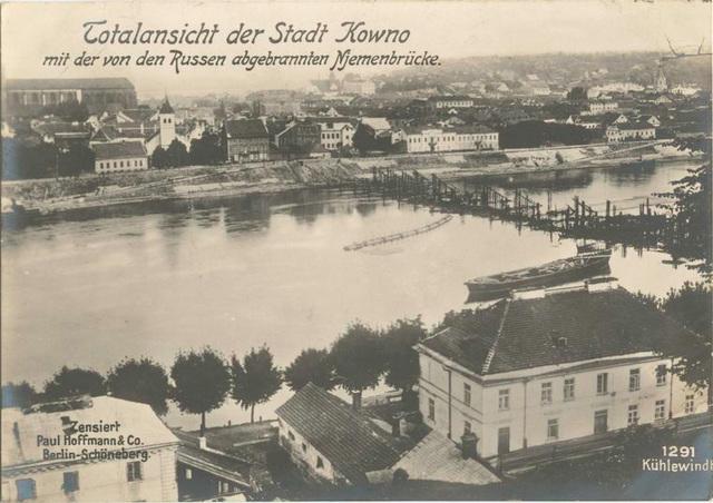 Totalansicht der Stadt Kowno mit der von den Russen abgebrannten Njemenbrücke.