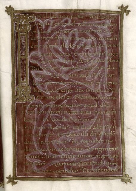 Gold text on purple background in gold frame.  Large decorated initial.  Text for Feast of the Annunciation.