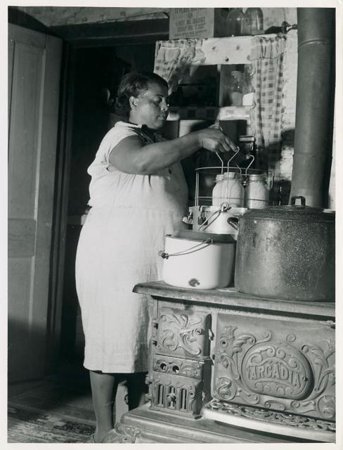 Mrs. Harry Handy canning corn with aid of pressure cooker. Saint Mary's County, Maryland, September 1940.