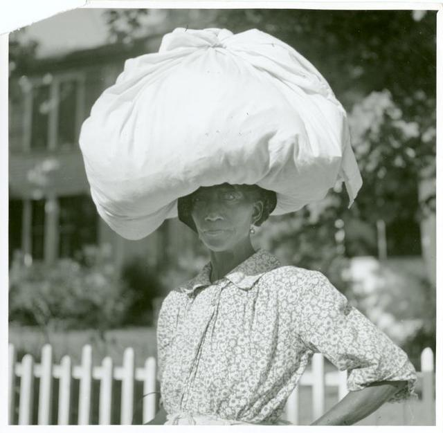 Woman carrying bundle on head, Natchez, Mississippi, August 1940.