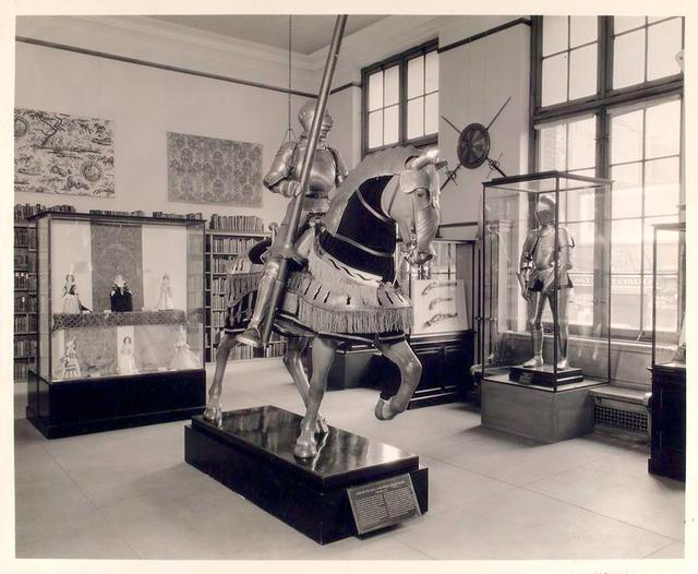 Armor display