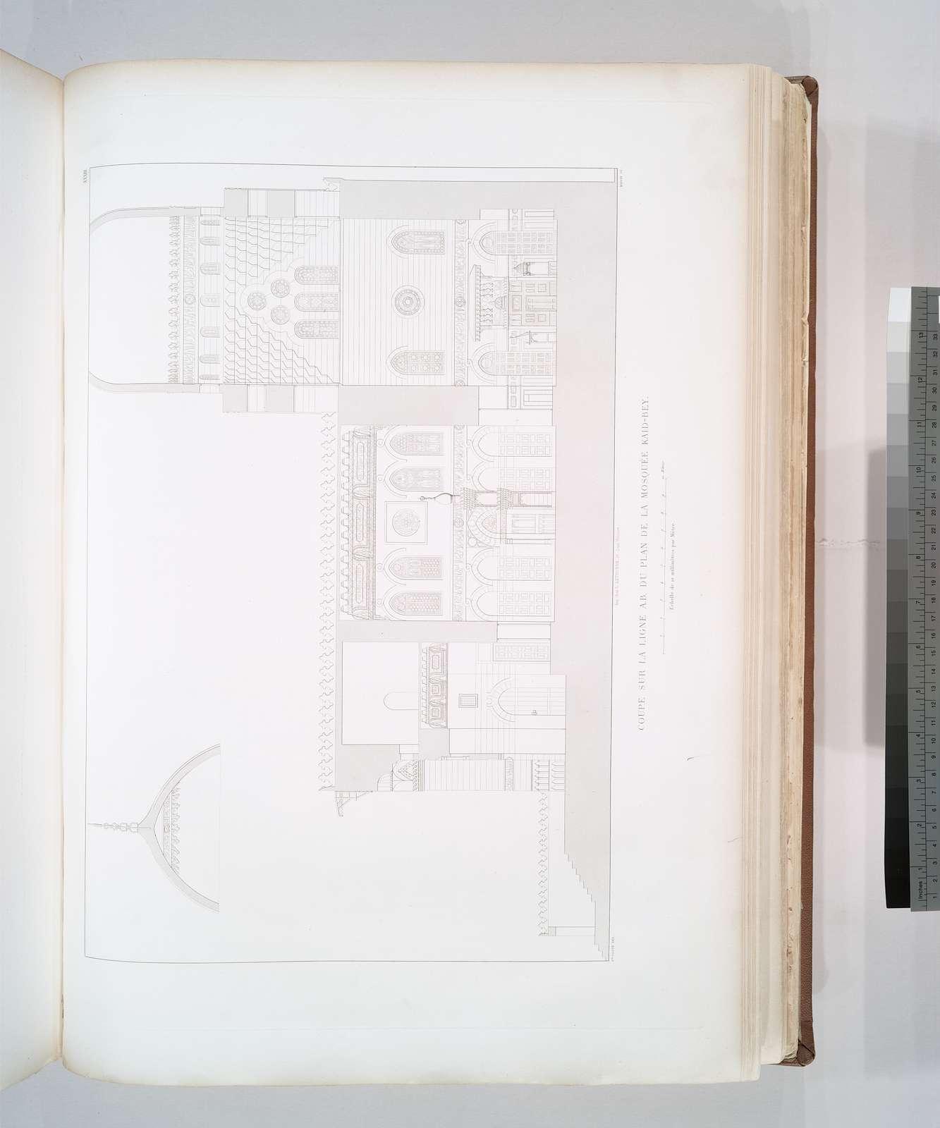 Coupe sur la ligne A,B, du plan de la Mosquée Kaid-Bey [refers to pl. XXXII]